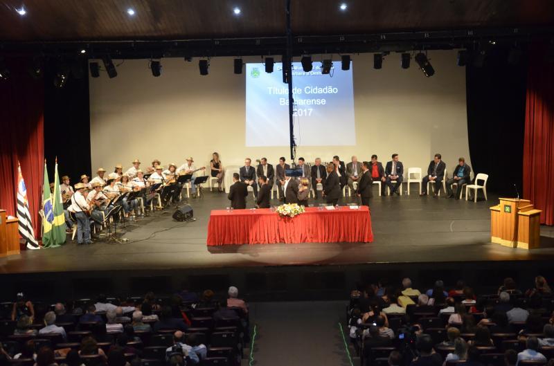 Entrega de títulos de Funcionário do Ano e de Cidadania pela Câmara de Santa Bárbara  (Imagens Comunicação e Cerimonial da CM) - Teatro Municipal Manoel Lyra