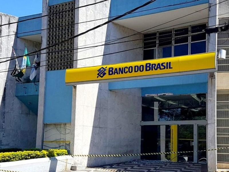 Agência do Banco do Brasil atacada pela quadrilha      Imagem: Tony Machado