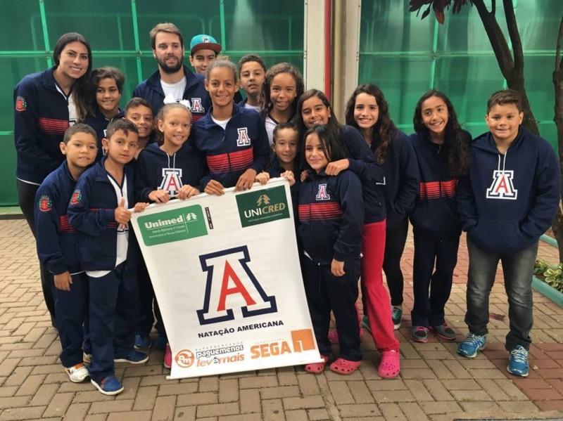 Nadadores de Americana festejam conquista